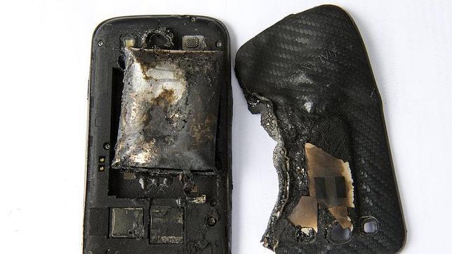 Apple recomienda sus cargadores oficiales tras la muerte de una joven