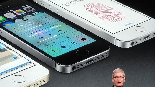 Vodafone abre su tienda de Goya por la noche para vender el iPhone 5S o 5C