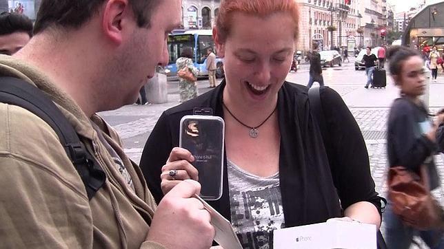 15 horas esperando un iPhone 6 en Sol «por amor»
