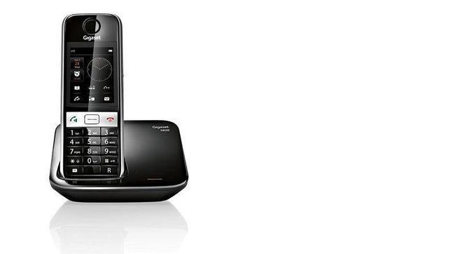 Un teléfono híbrido para el hogar con teclado y pantalla táctil