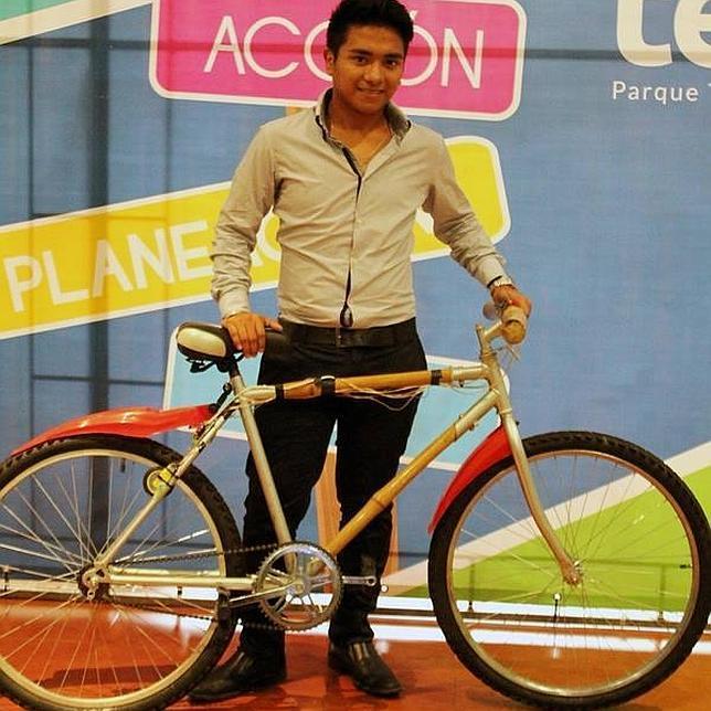 Diseñan una bicicleta de bambú que recarga pilas y móviles