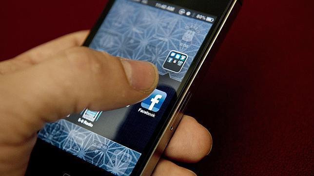 Facebook y el «smartphone» colapsan tu vida