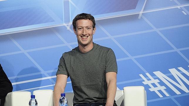 Facebook pide a la Comisión Europea que supervise su compra de WhatsApp