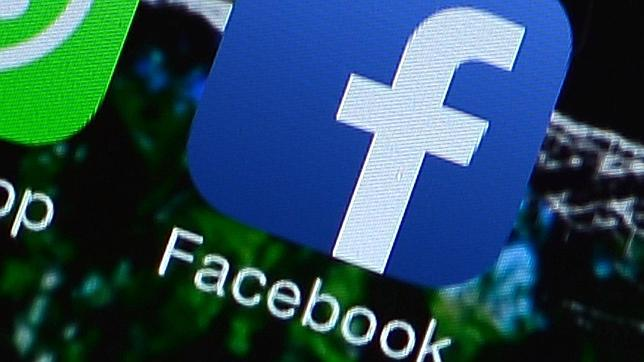 Un estudio afirma que Facebook incita a los menores a comer comida basura