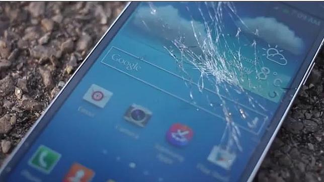 El Samsung Galaxy SIV «muere» al caer desde los tres metros de altura