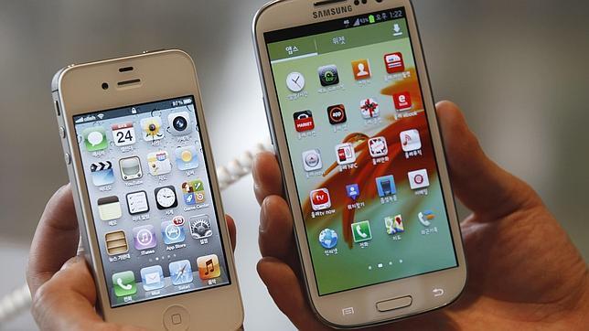 Los usuarios de iPhone prefieren escribir y los de Android hablar
