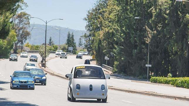 Los coches autónomos de Google debutan con mal pie
