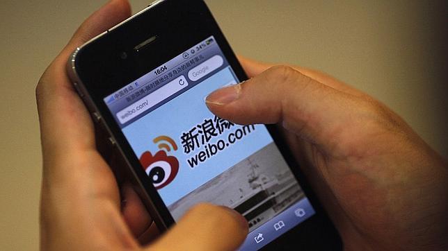 El gigante chino del comercio electrónico Alibaba compra 18% del «Twitter chino»