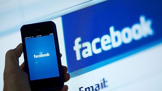 Facebook se vitamina en el «smartphone» mientras explora el vídeo