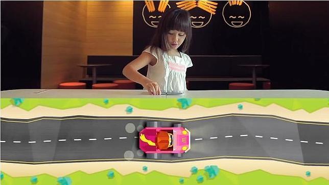 La tecnología NFC convierte las mesas de McDonald's en circuitos de carreras