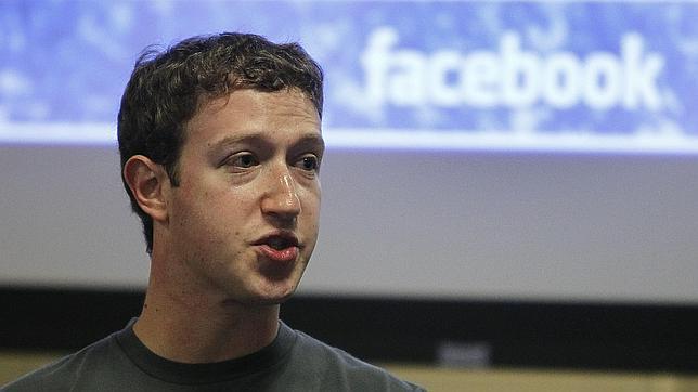 Facebook golpea al talón de Aquiles de Twitter: guardará noticias para leerlas después