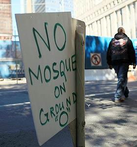 Una pancarta que dice «No a la mezquita en la «Zona Cero» (AFP)