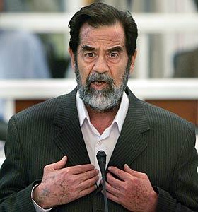 Sadam Hussein juzgado por un tribunal en Bagdad (REUTERS)