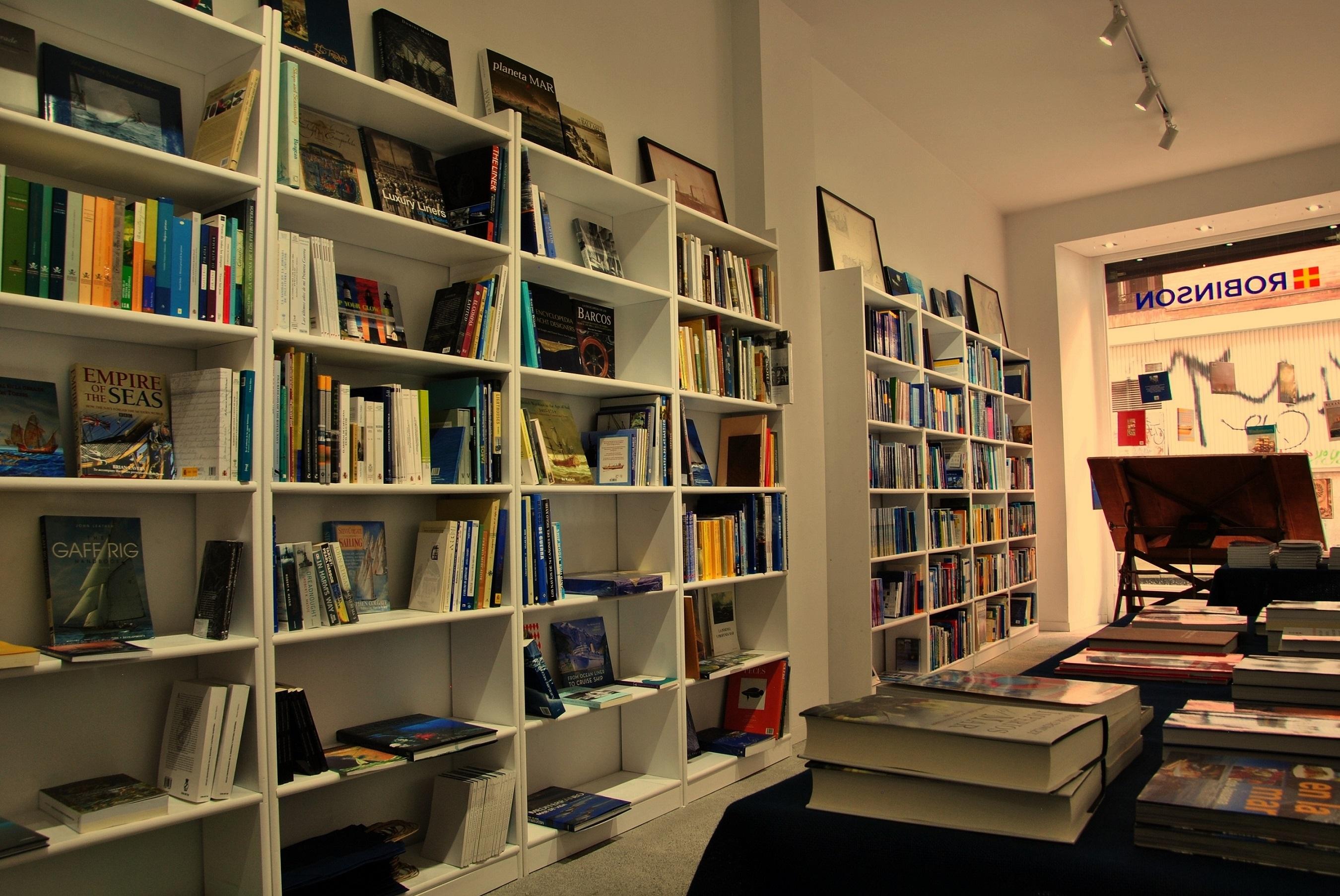 La librer a n utica robinson reabre en una nueva ubicaci n for Libreria nautica bilbao