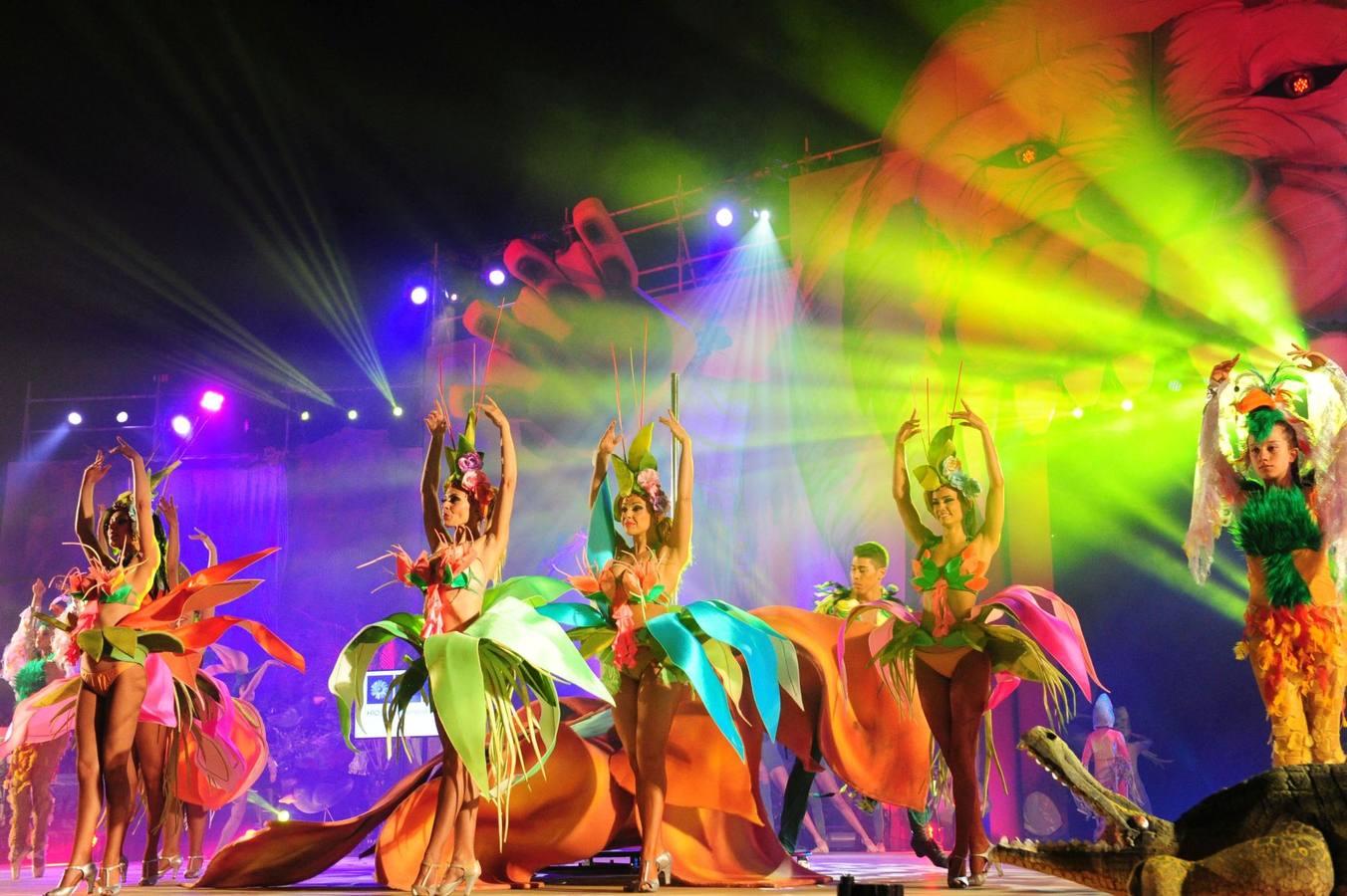 Una fascinante obertura abrió el espectáculo, que contó con la participación del Drag ganador en 2013
