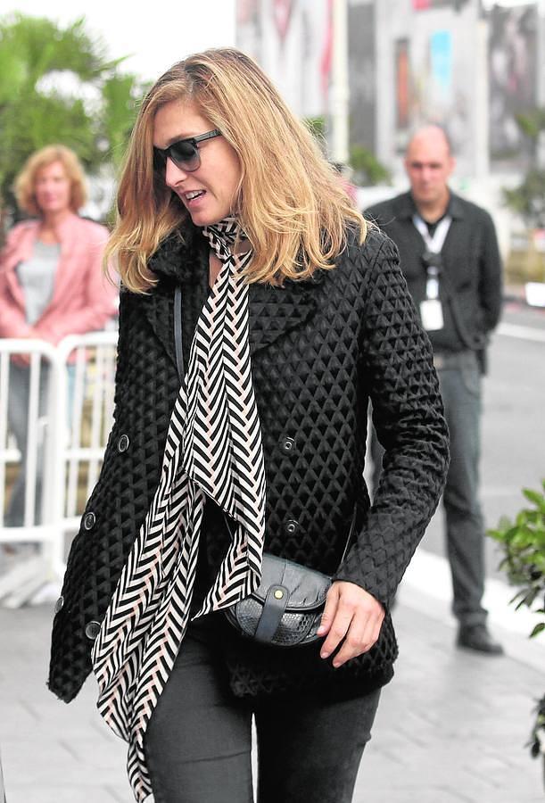La actriz y productora, Julie Gayet, ayer a su llegada a San Sebastián