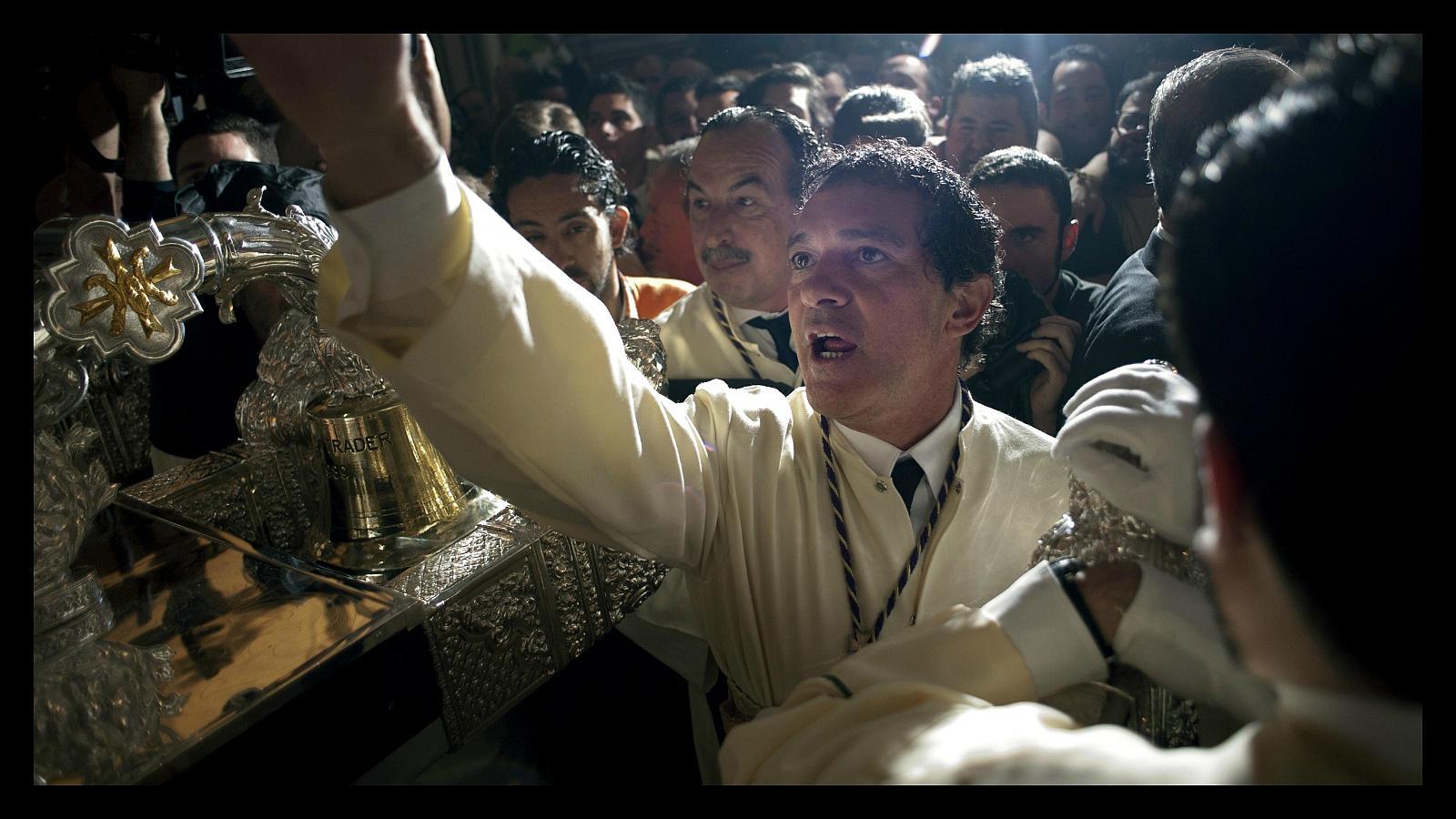 Antonio Banderas poco antes de salir en procesión en Málaga