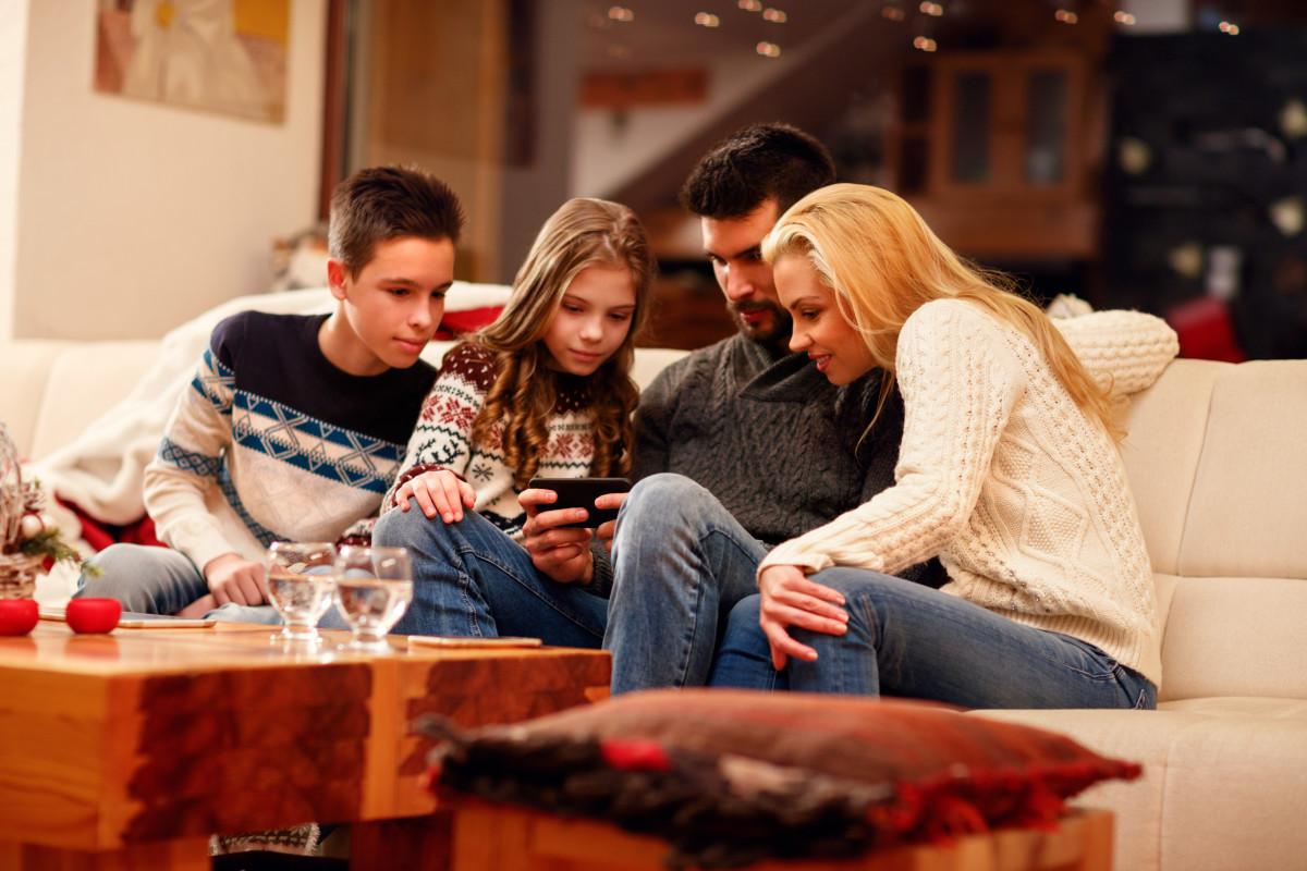 Adultos Jugando Como Niños En Peliculas Porno les pedimos a los reyes un móvil para los niños? sí, pero